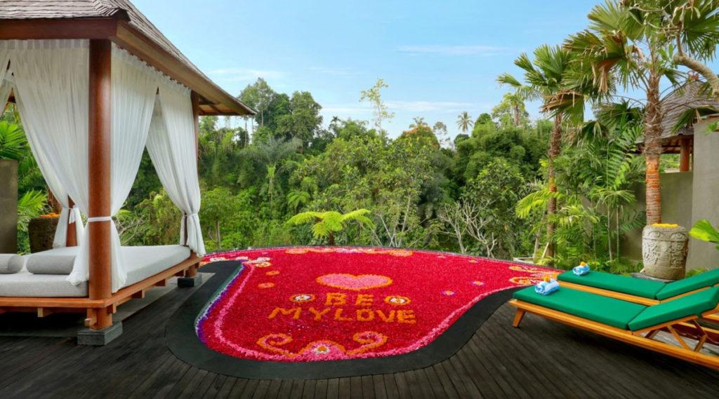 Aksari resort trang trí hồ bơi honeymoon