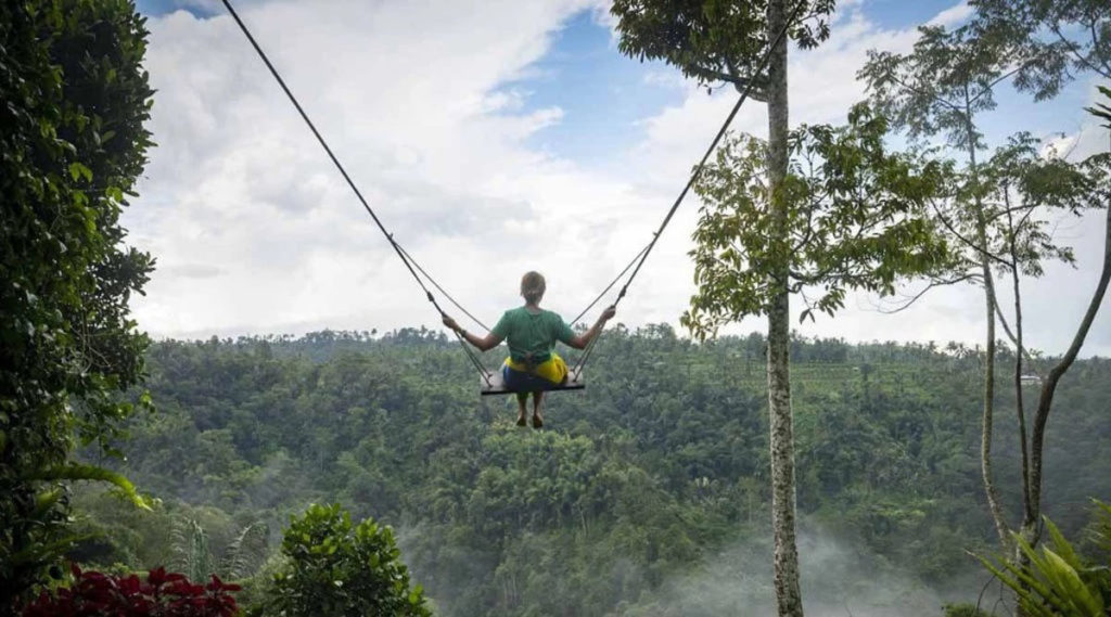 Nungnung Waterfall Swing